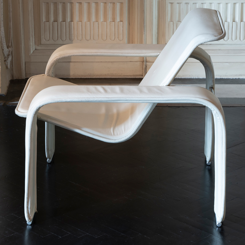 1980s Antti Nurmesniemi White Leather Lounge Chairs, Finland