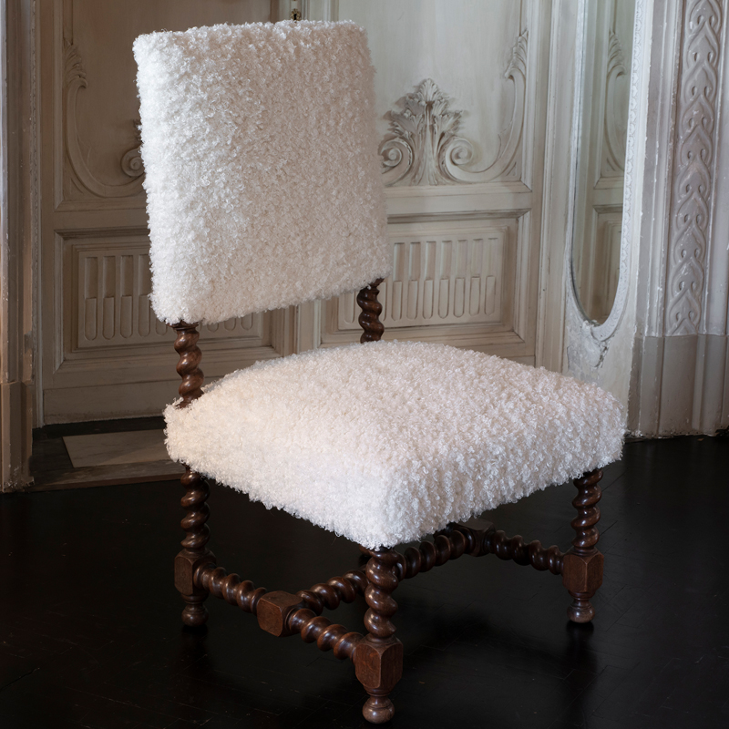Early 20th Century Italian Chair in Walnut and White Wool
