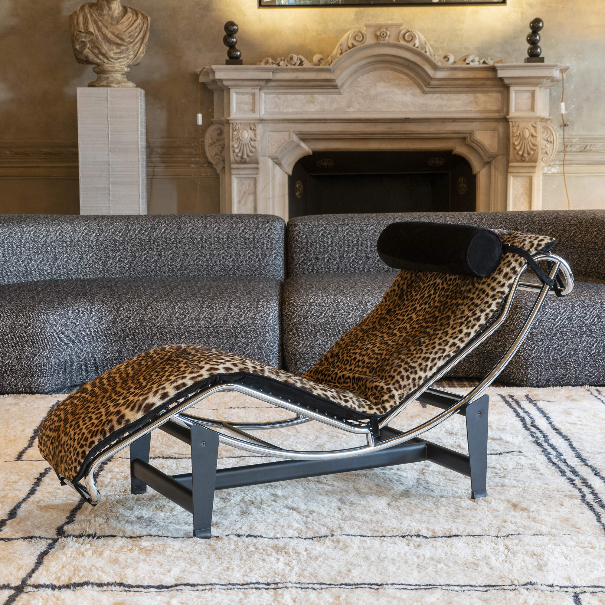 Chaise Longue in Style of Le Corbusier LC4