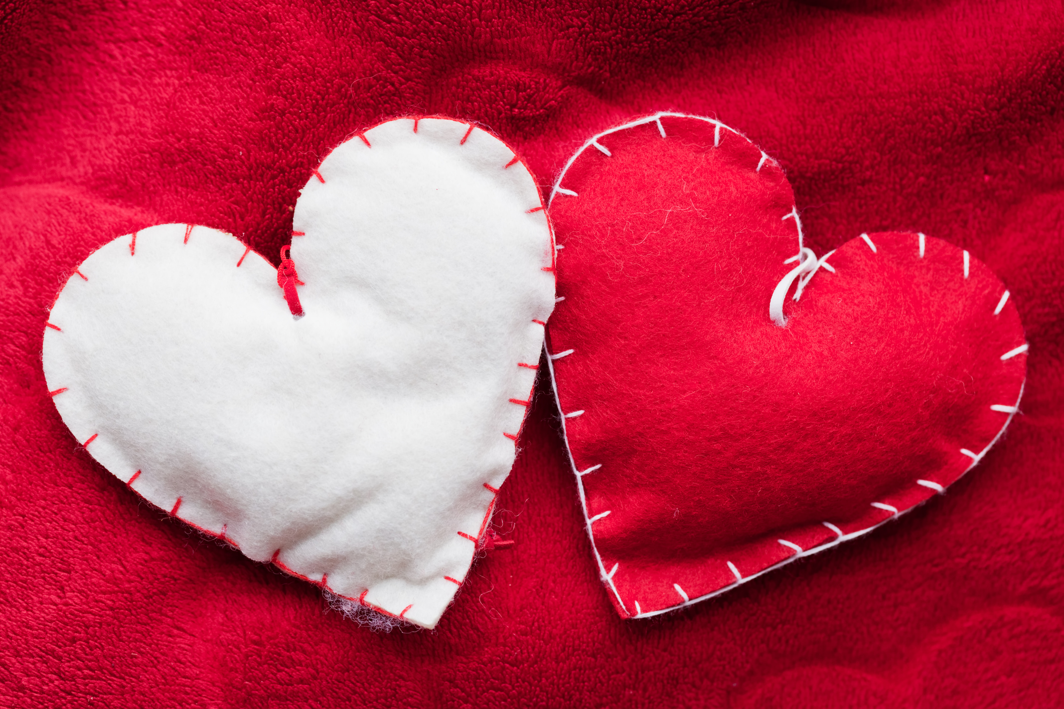 handmade-plush-red-hearts-couple-on-soft-blanket-romantic-lovejpg