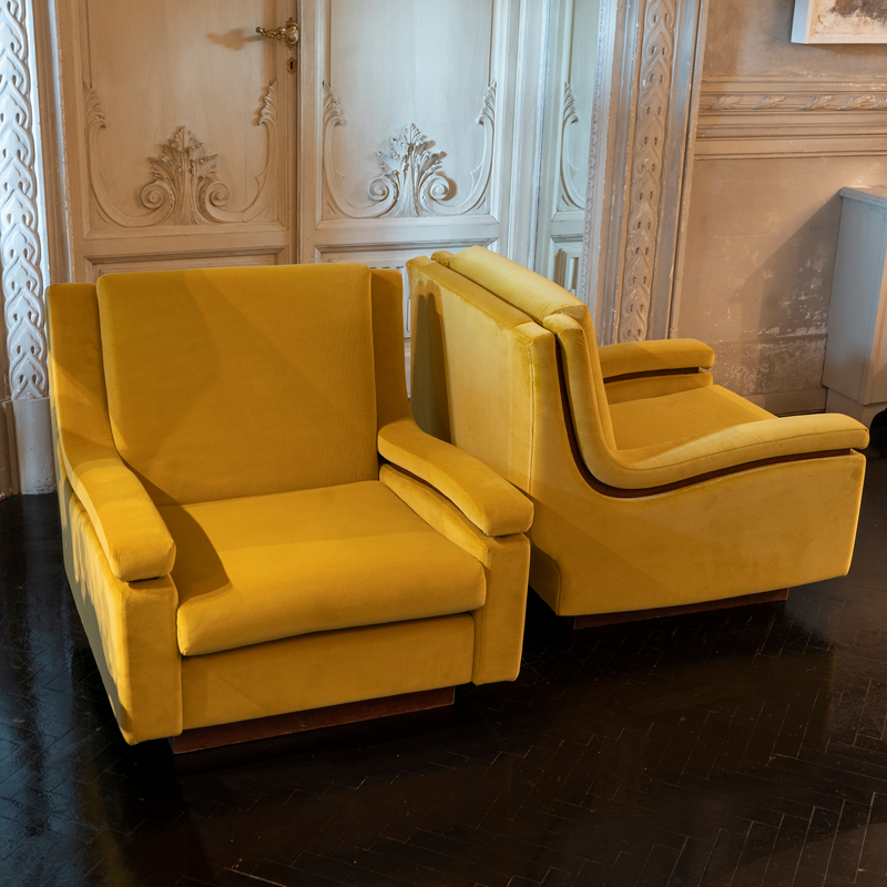 1950s Pair of Italian Armchairs in Mustard Yellow Velvet