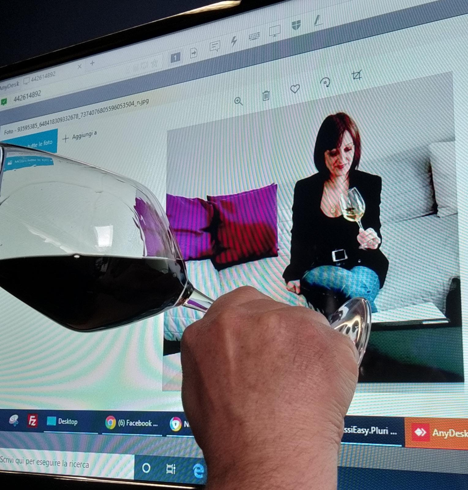 Become a wine expert with a Sommelier (online experience)