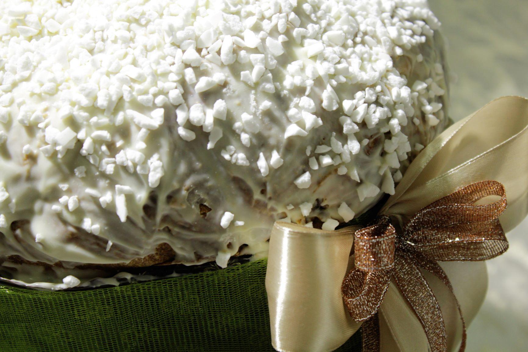 """Panettone """"ALbelvedeRE"""" con gelsi, cioccolato bianco e meringhe"""