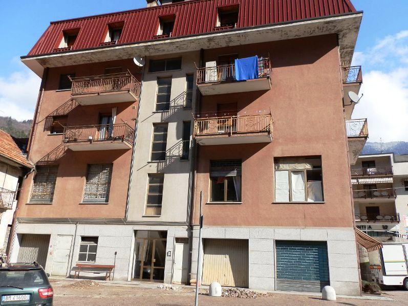 Affitasi varzo case appartamenti baite in affitto varzo for Affittasi studio