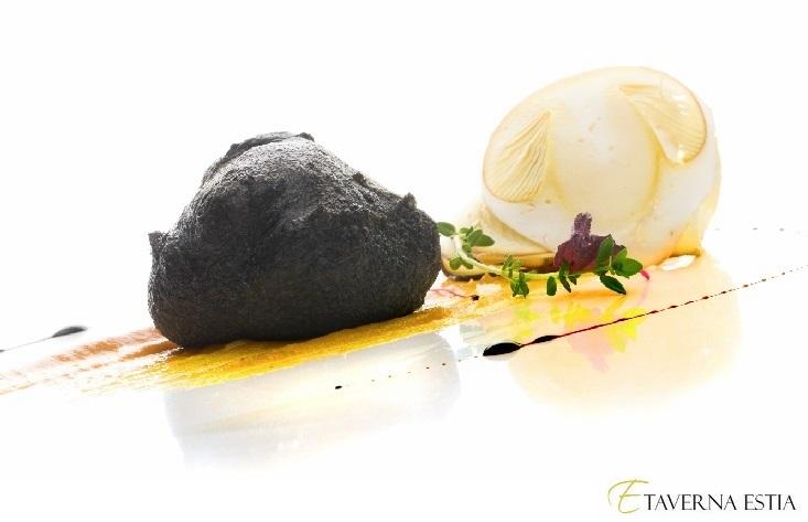 Spumarche - Crocevia di Sapori -  Bignè fritto al nero di seppia,  ripieno di ricotta, su ... Taverna Estia