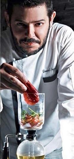 spumarche - chef - daniel negreira - Distillato aromatico di ostrica reale con infuso di tè all'ananas, Champagne e calendula