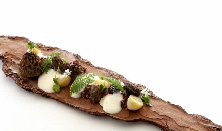 """Spumarche - Crocevia di Sapori - Mirazur -""""La Foresta"""" - Risotto di quinoa con funghi e spugna di prezzemolo - Ph© Eduardo Torres"""