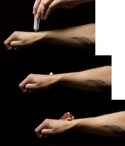 Spumarche  - Crocevia di Sapori  - Tartara di carne sul pugno della mano - Jonnie Boer