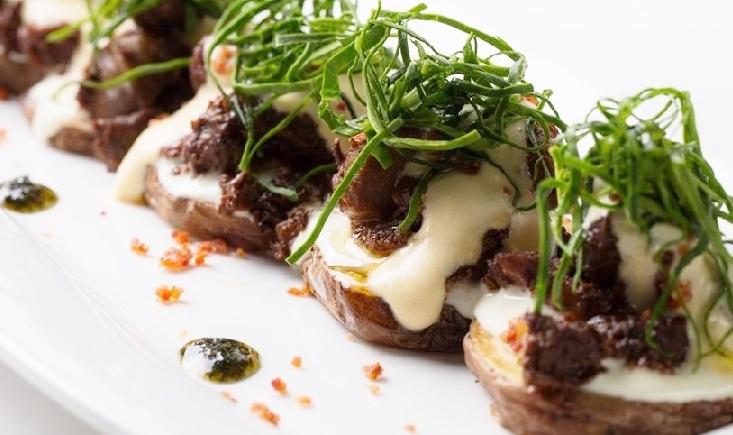 Spumarche - Crocevia di Sapori - Nube di frutto della passione su letto di patate native e tocchetti di vitello - di José Antonio Zavala