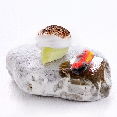 Spumarche_Gallery_Rosa_Alpina_St._Hubertus_Norbert_Niederkofler_Sorbetto di mela verde con marshmallow al pino mugo