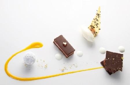 Spumarche - Bitter cioccolato, millefoglie, tartufo alle spezie e gelato all'anice stellato