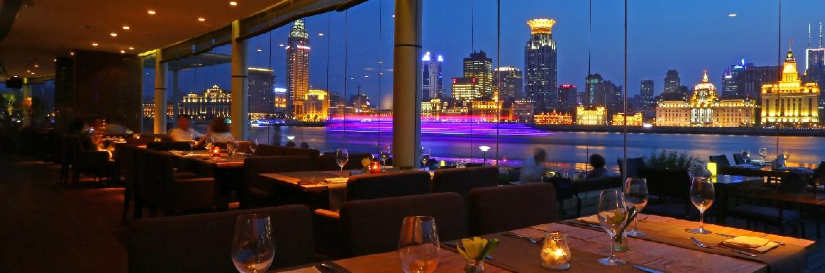 SPUMARCHE -  Il panoramico ristorante con la spettacolare vista sul fiume Huangpu -  Shanghai - © Marina by DN