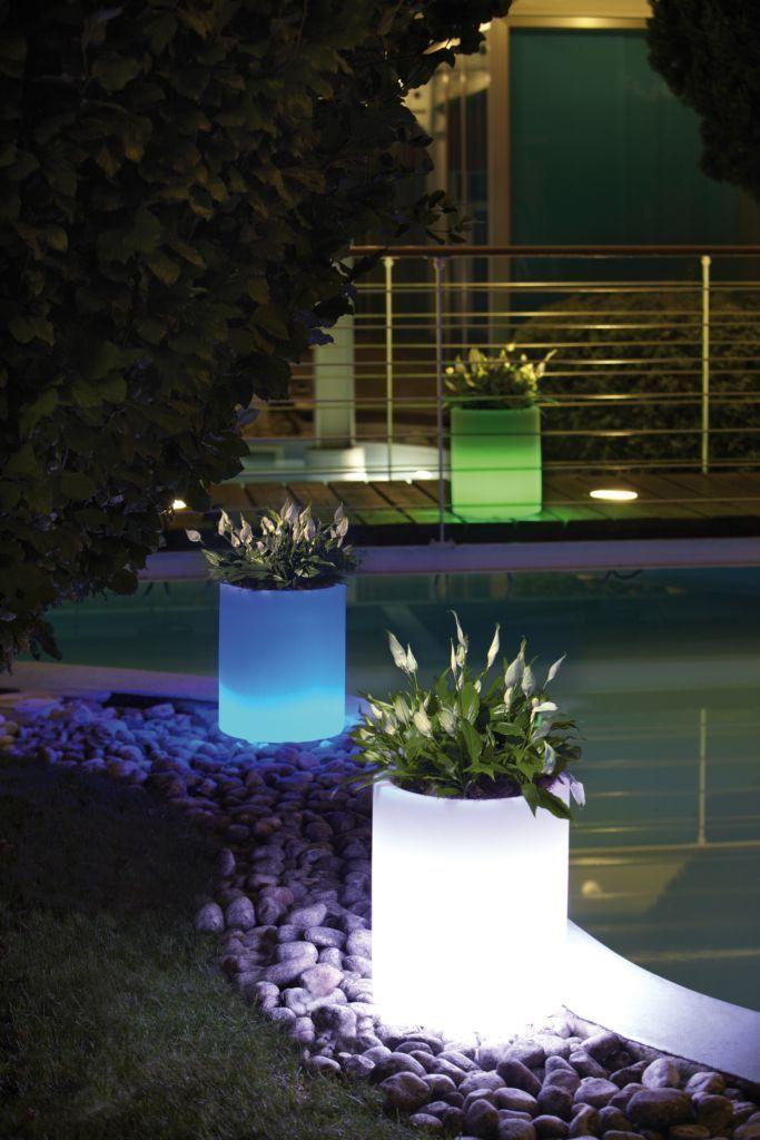 Vasi luminosi complementi d 39 arredo per il giardino for Complementi d arredo moderni vasi