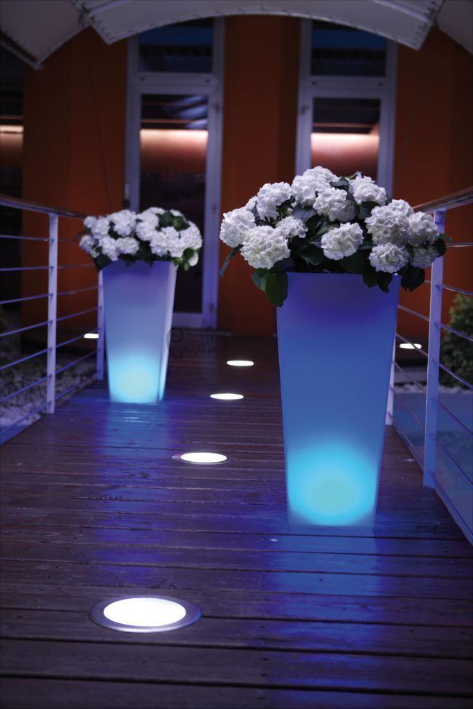 Vasi illuminati per esterno prezzi vasi da esterno for Complementi d arredo vasi