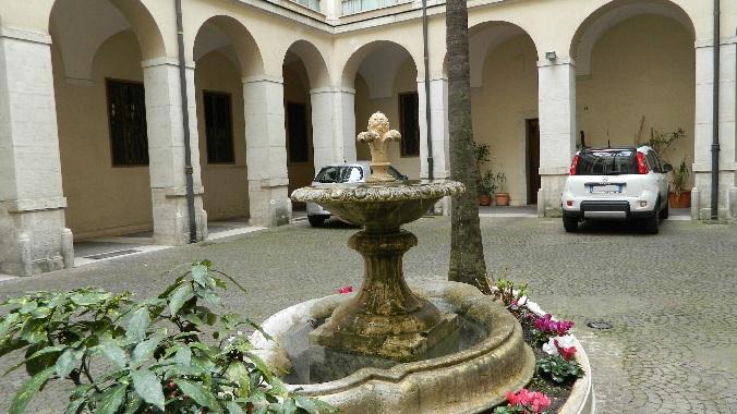 Palazzo borghese for Cortile circolare