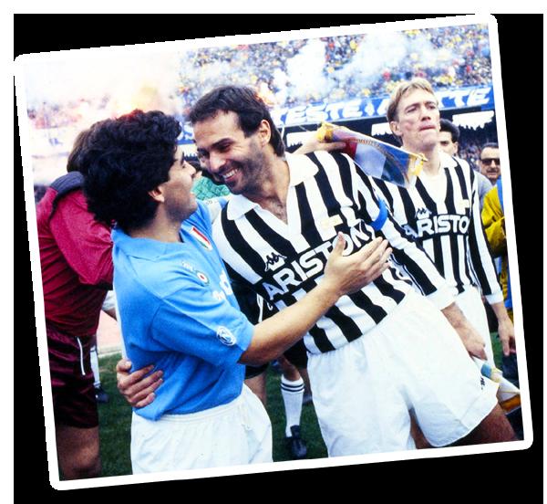Cabrini abbraccia Maradona prima del match