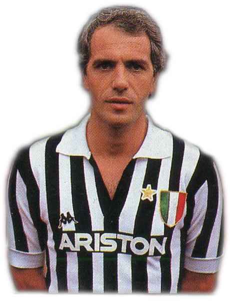 Roberto Bettega con la prima maglia bianconera sponsorizzata