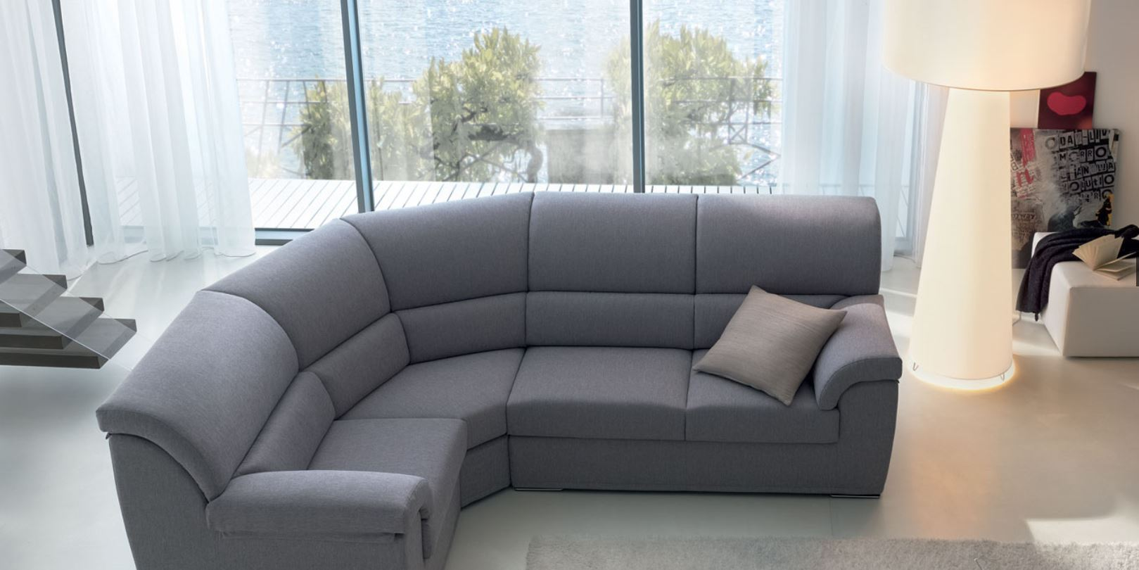 Divani circolari salotto arredato con divano rotondo n for Divano rotondo