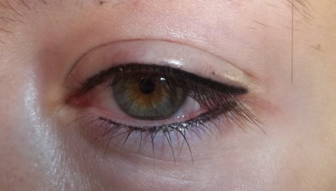 linea occhi tatuaggio