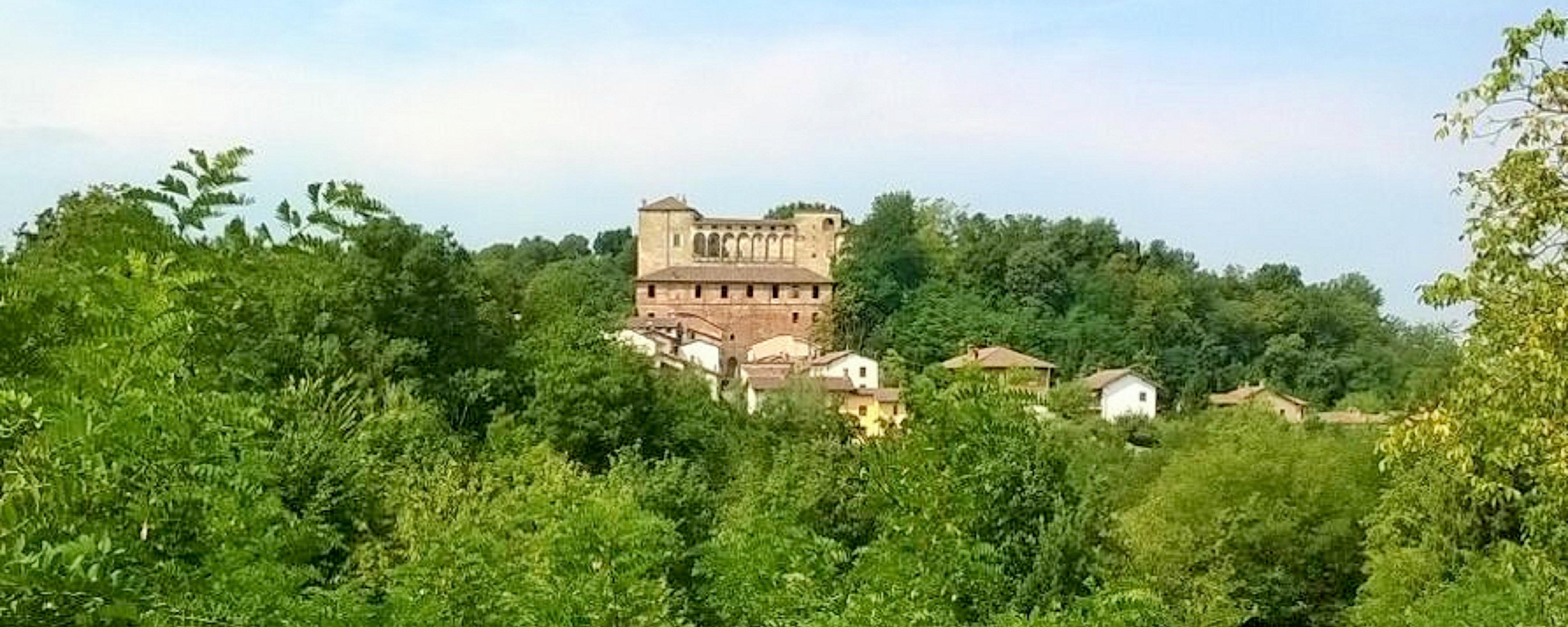 OS Castle - Tel +39 388 844 4343 - Email info@ositaly.com -  Dimora Storica - Romantico appartamento nella torre del Castello di Tassarolo