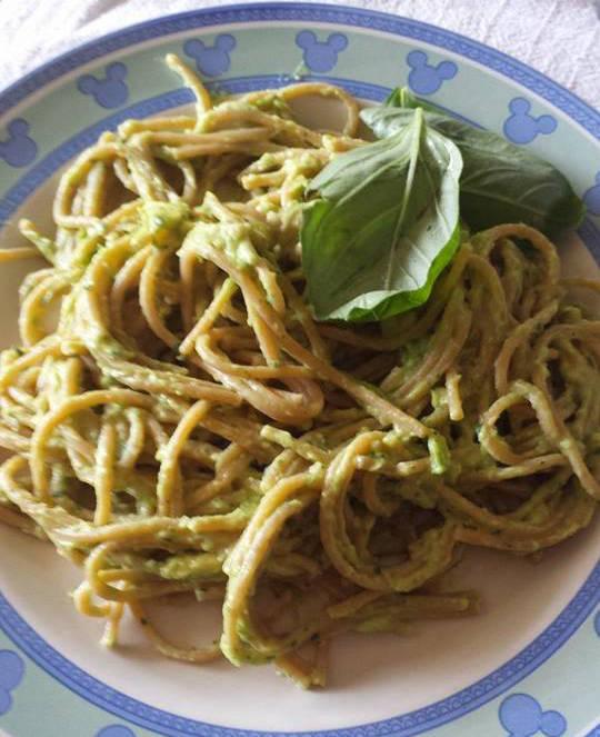 spaghetti avocado variante salsa vegetariana vegana
