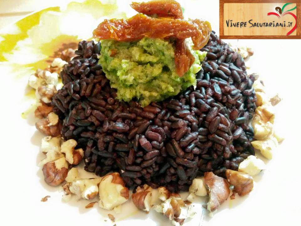 riso venere monte noci pesto broccoli ricetta salutariana salutariani vivere noci omega