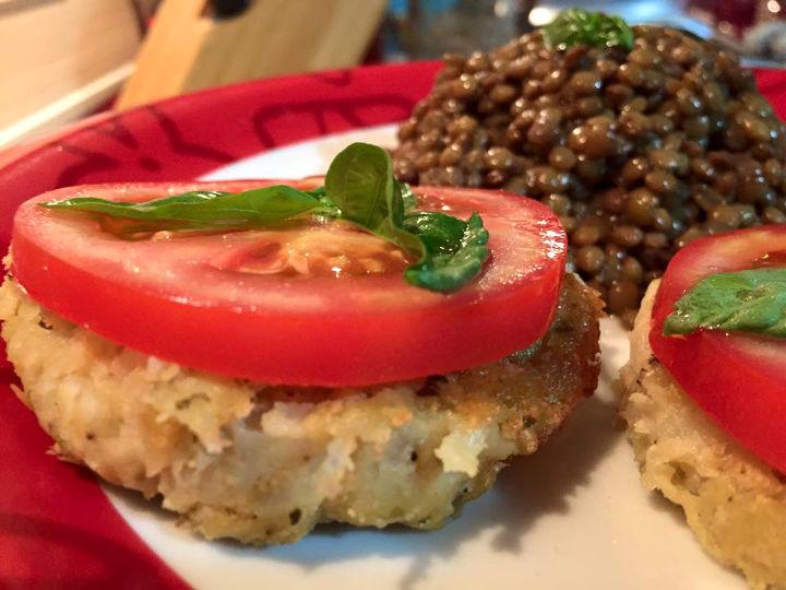 rosti patate pomodoro fetta basilico lenticchie ricetta vegetariana vegana