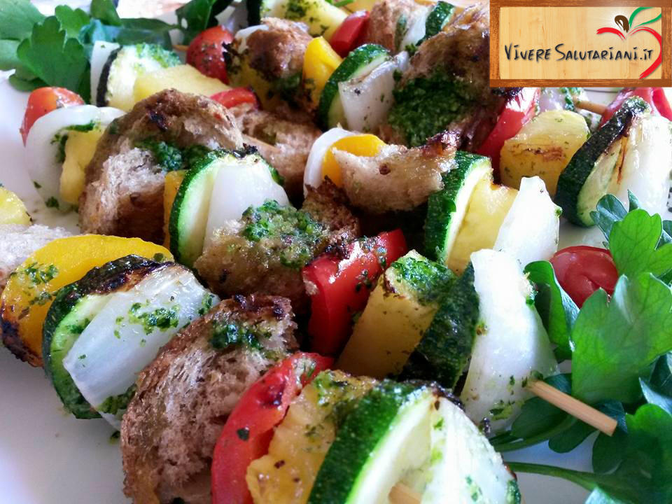 spiedini salutariani vegetariani vegani irresistibili cipolla peperone pane integrale ricetta secondo salutare buonissimo