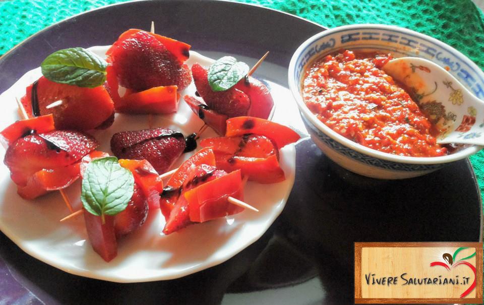spiedini fragole peperoni rossi aceto balsamico salsa contorno dolce salutare salutariano