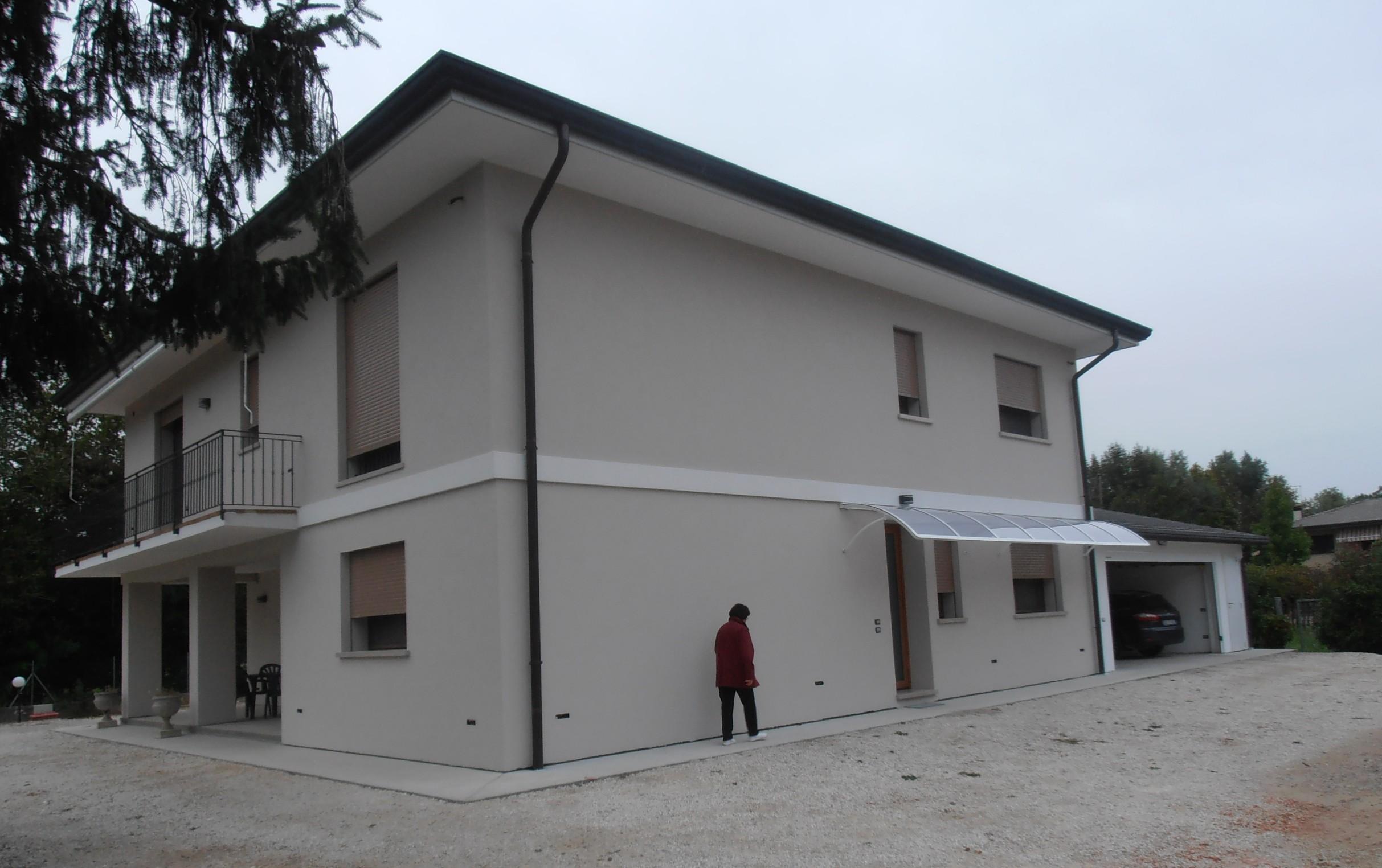 Case grigie esterne le ultime idee sulla casa e sul - Tinteggiare casa esterno ...