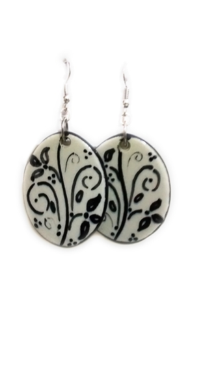 Ceramic earrings white and black