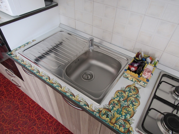 Kitchen top steel sink