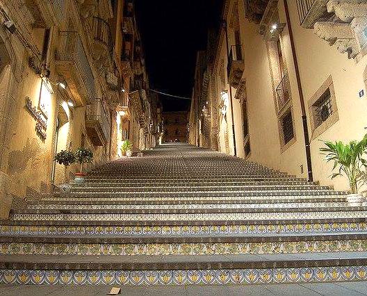 Scala Santa Maria del  Monte dal basso