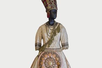 sfilata in palcoscenico 24 costumi scaligeriu per i 40 anni degli amici della scala evento mostra palazzo reale milano