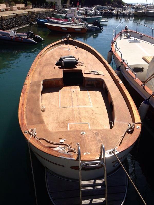 Vendita barca gommone motore marino e rimorchi gommoni for Gozzo motore entrobordo