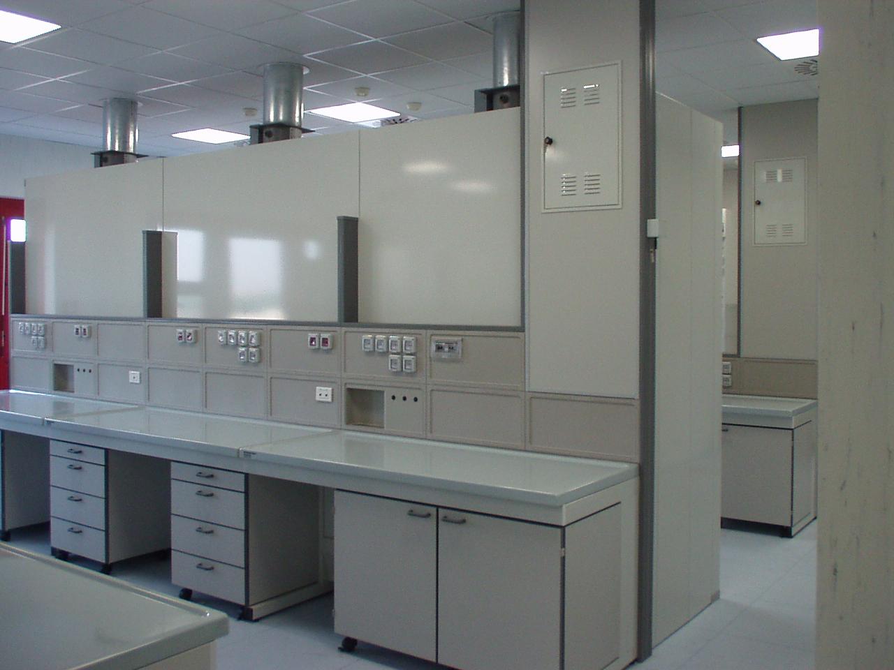 arredi tecnici per laboratori di analisi arredi tecnici
