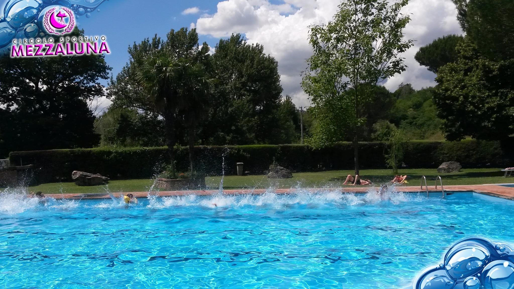 Centro sportivo mezzaluna for Centro sportivo le piscine