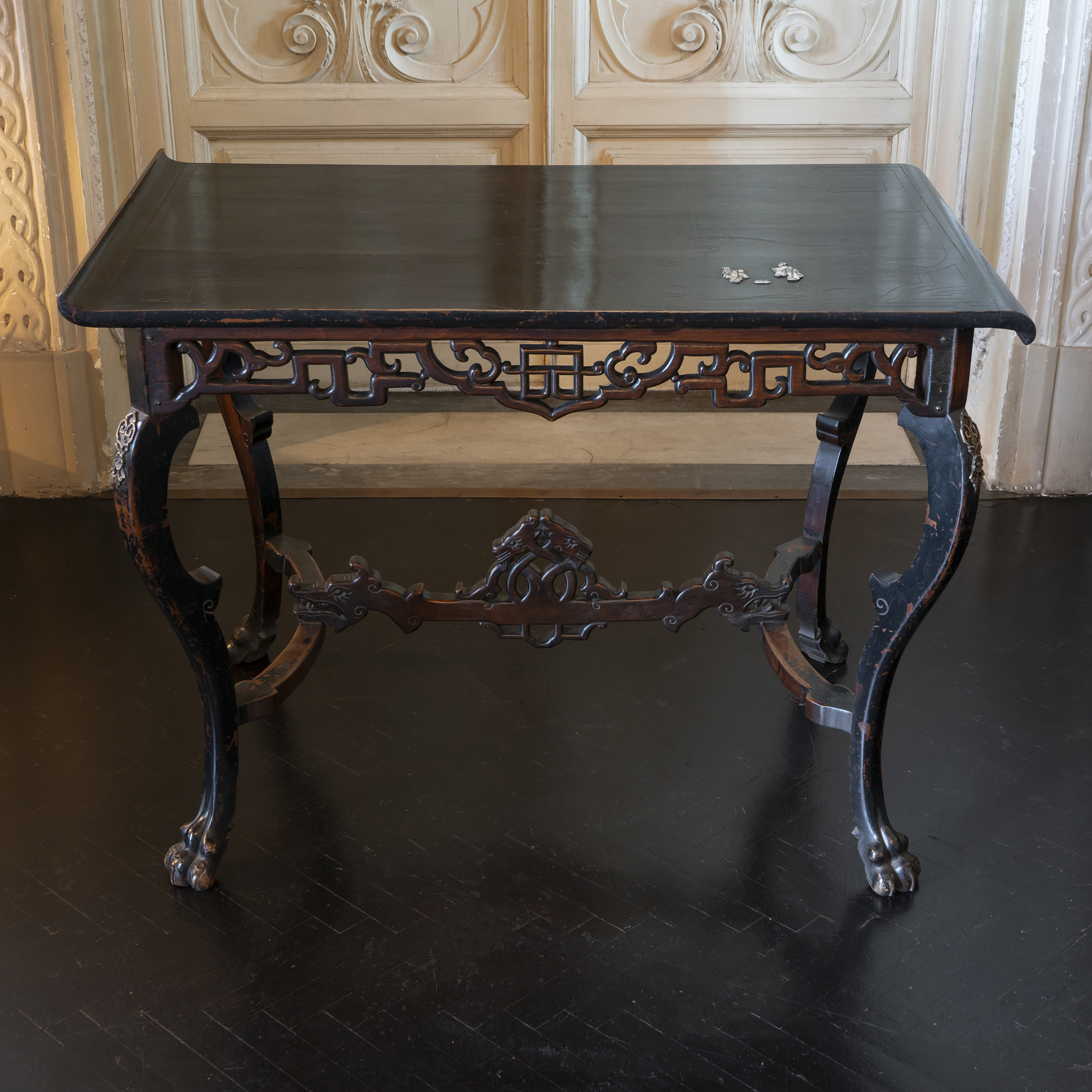 Early 20th Century Chinoiserie Lacquered Desk