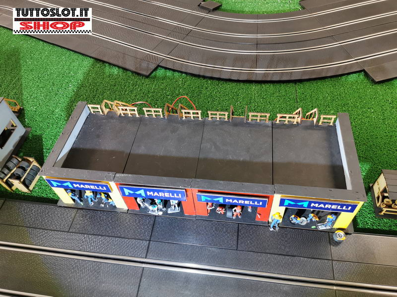 Box centrale con scala e terrazza - Central Pit Box with stairs and terrace