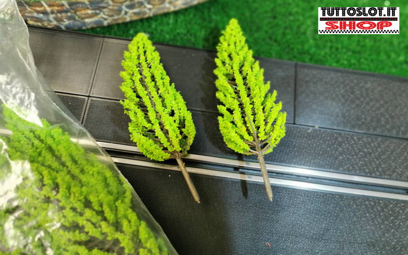 Albero di pino in scala 1:32 5pz - Pine tree in 1/32 scale 5 pcs