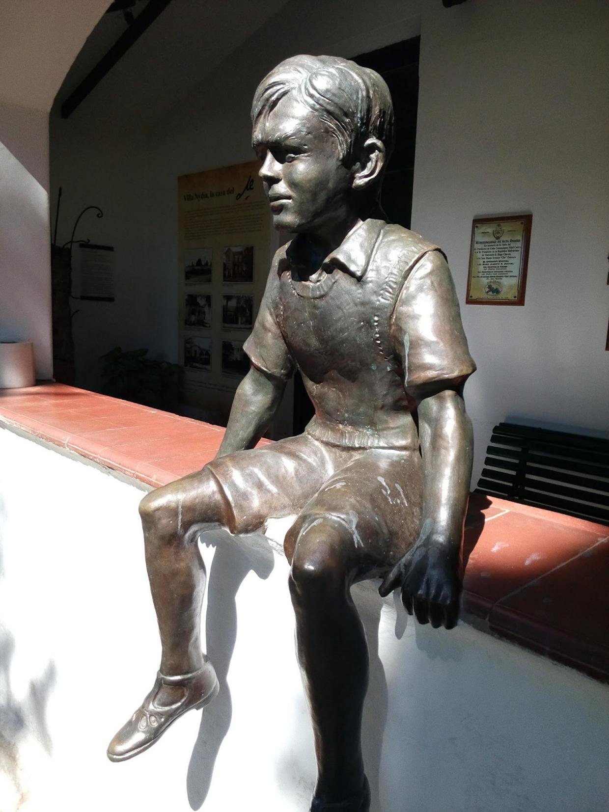 vv statua Il Che bambinojpg