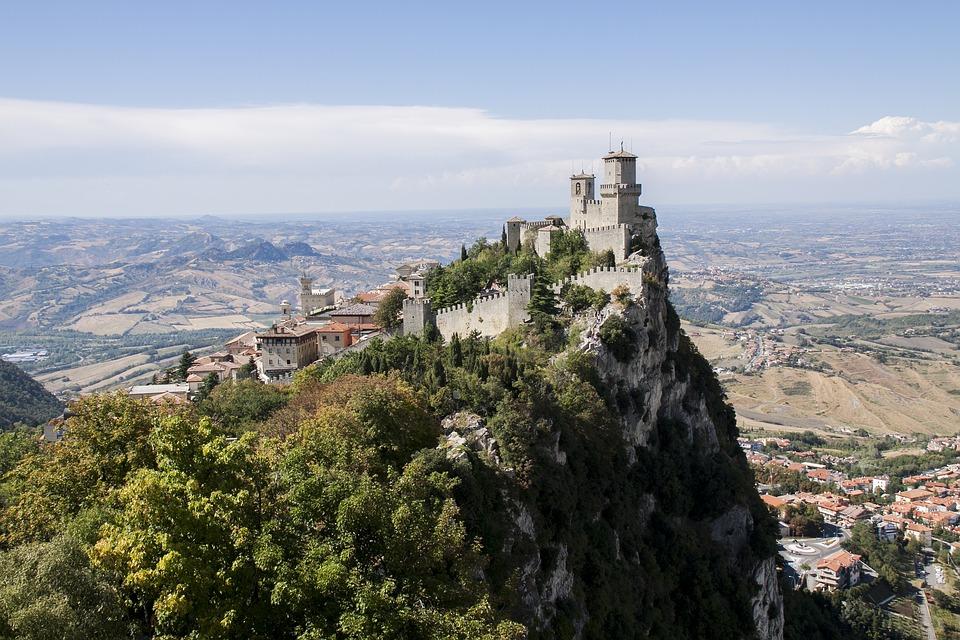 castle-of-san-marino-3880525_960_720jpg