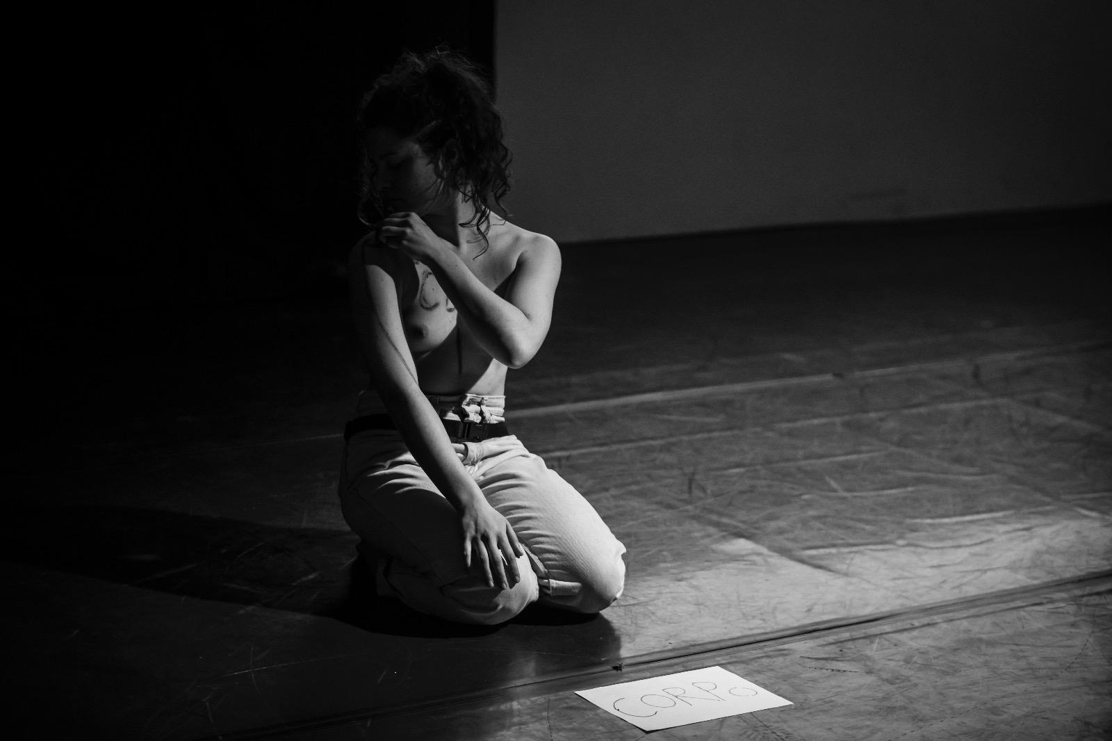 1 - Elena Bastogi durante una sua esibizionejpg