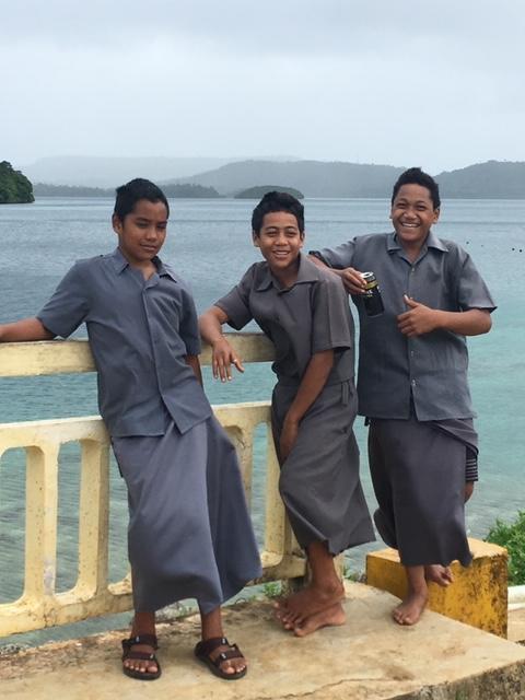 Tonga studenti in divisaJPG