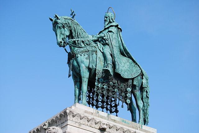640px-Statue_of_Stephen_I_of_Hungary_in_Buda_Castle_2jpg