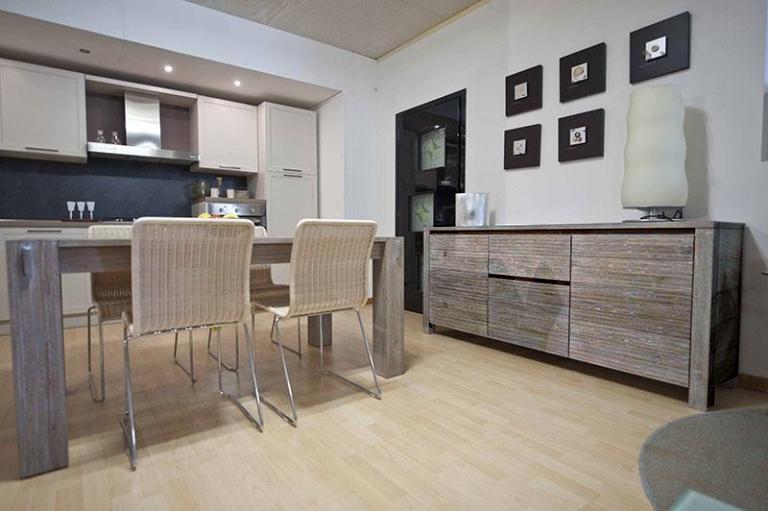 Mobili e pareti soggiorno su misura in legno naturale for Longhi arredamenti