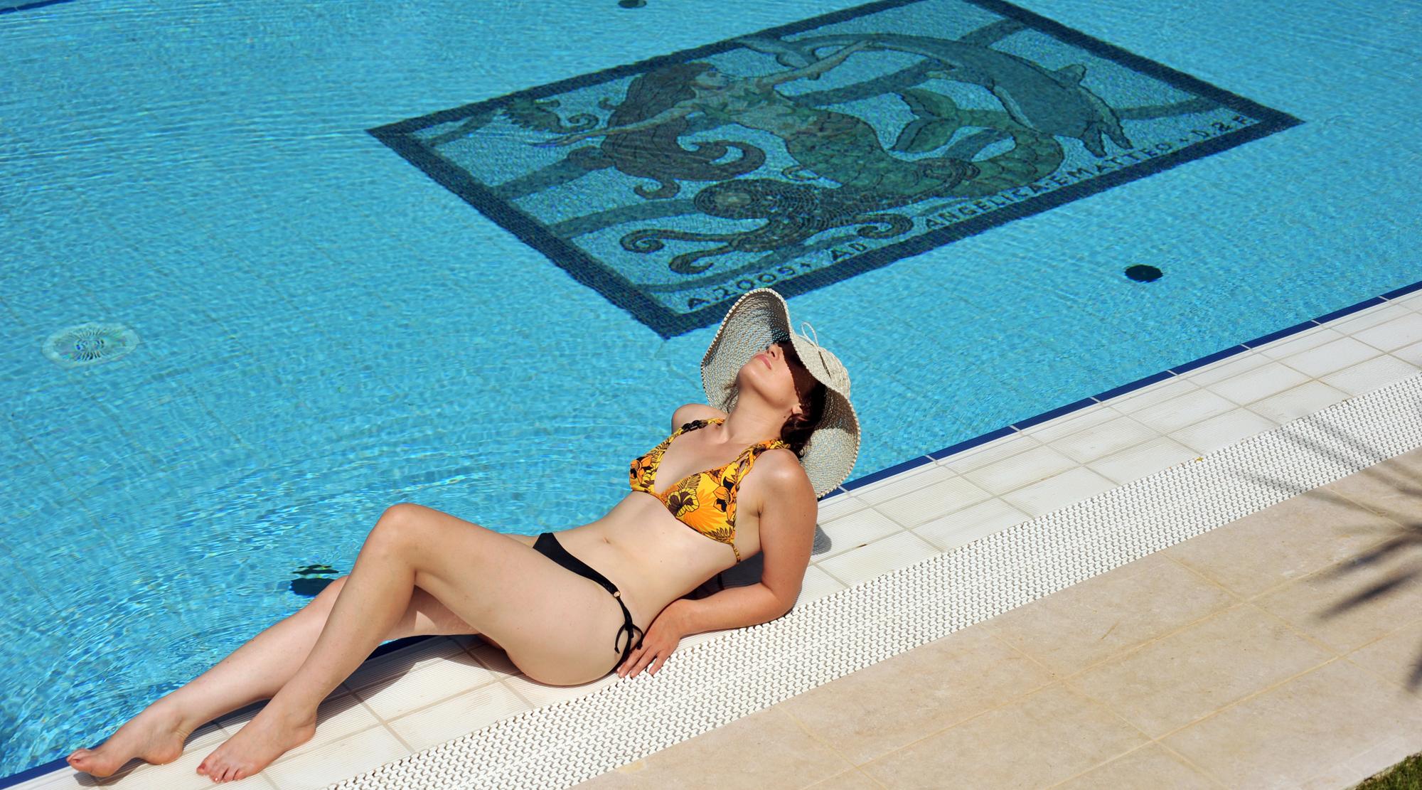 piscina modella jpg