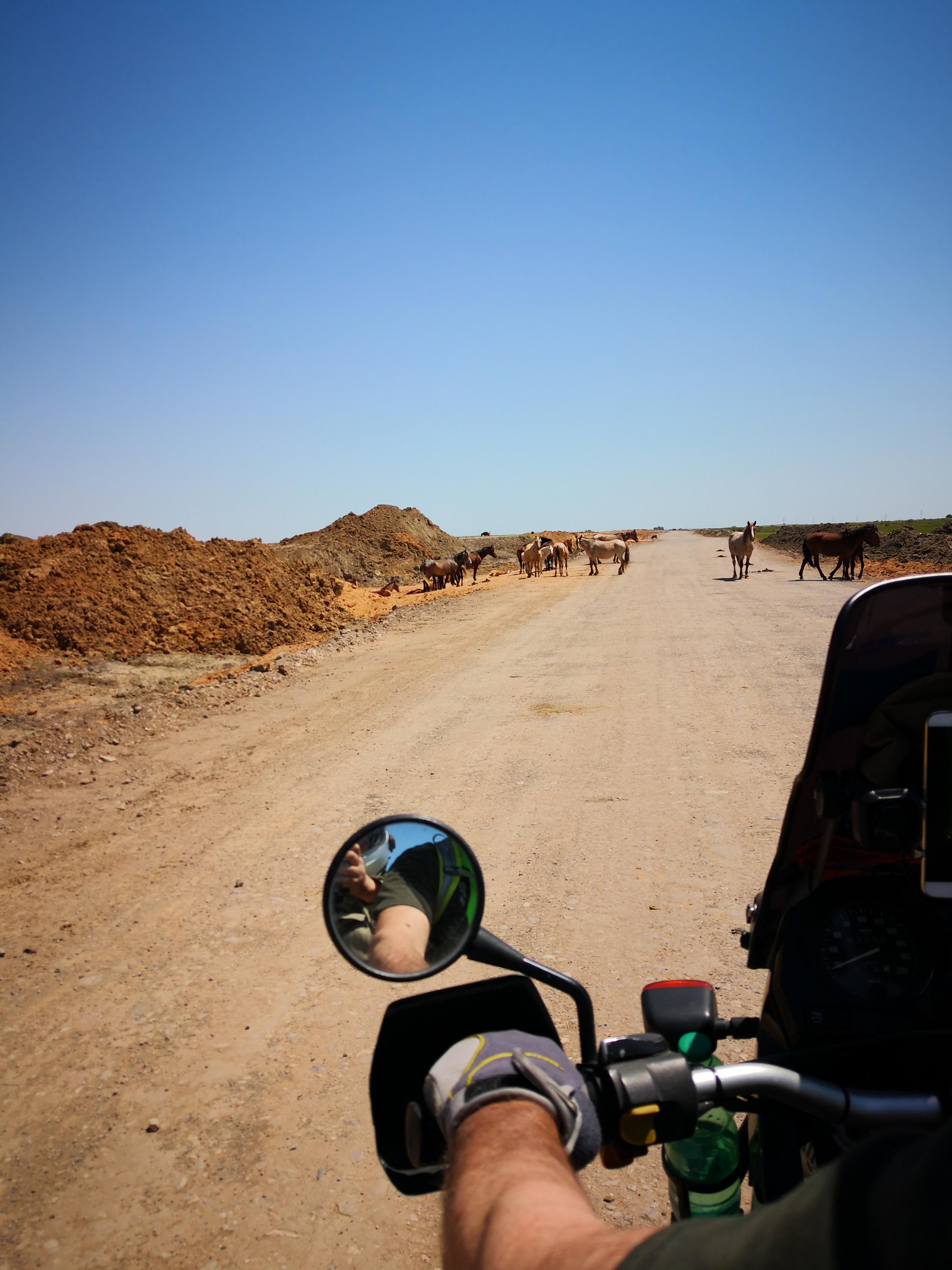 strada di terra verso Athiraujpg