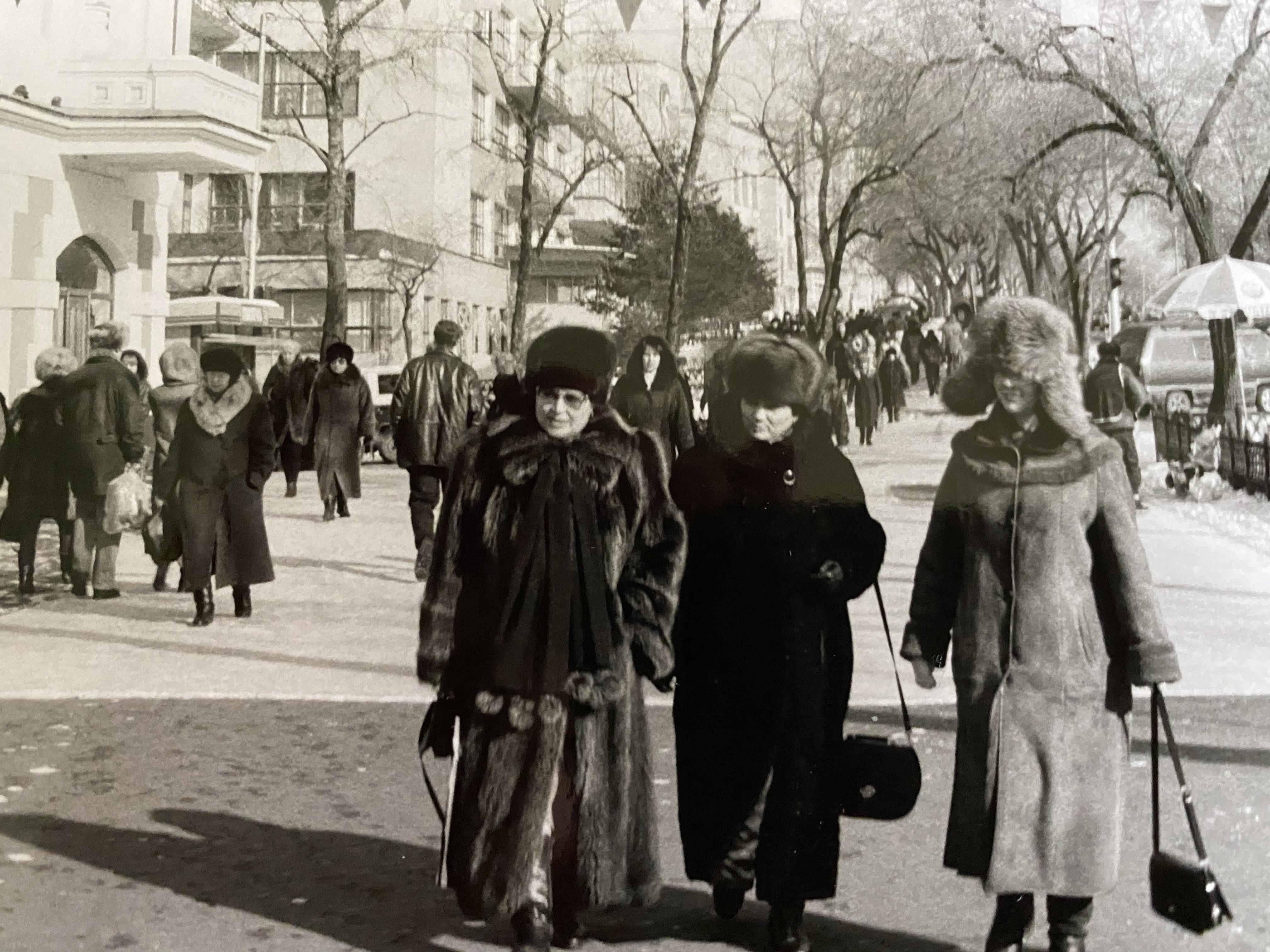 The winter women of Khabarovskjpg