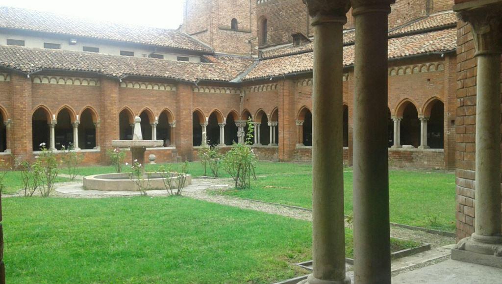 chiostro abbazia chiaravalleJPG